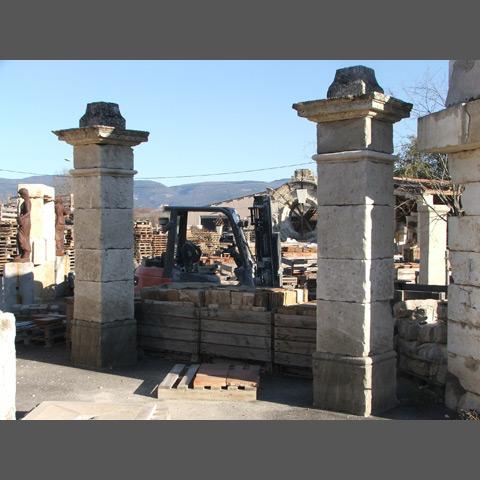 piliers d 39 entr e et portail en fer les mat riaux anciens jean chabaud. Black Bedroom Furniture Sets. Home Design Ideas