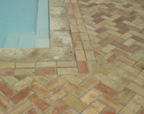 Carrelage parefeuille ancien pos sur une plage de piscine for Plage de piscine en carrelage
